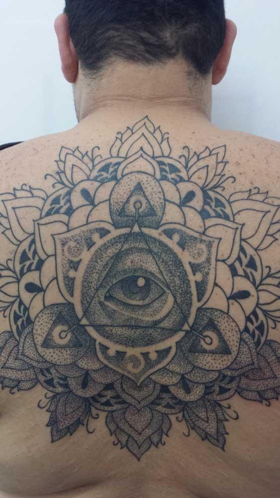 tatuajes-espalda-tattoo-me-fuengirola